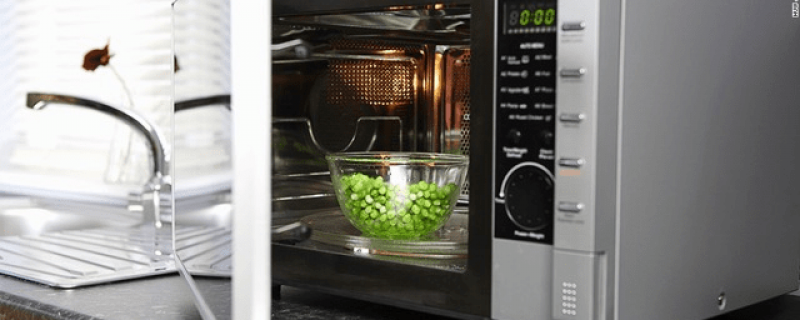 CNN.com: Does microwaving food cause nutrient loss?