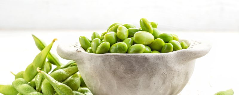 Edamame with nutritional yeast